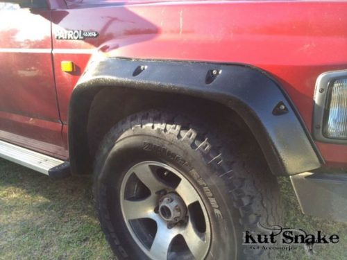 Kut Snake fender flares 100 mm. It also fits 3 and 5 door models. Front set
